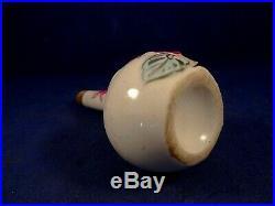 Ancien flacon miniature parfum Porcelaine fleurs relief Cyclamens Art Déco 1920