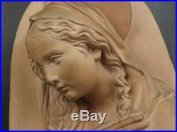 Art Déco, Grand Buste en Demi-Ronde Bosse. Vierge en Terre Cuite. Vers 1920