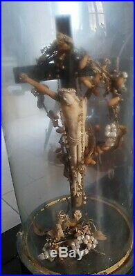 Art Populaire Christ Janceniste Sous Globe Avec Chapelet Couronne De Mariee Deco
