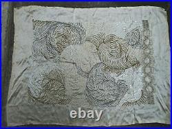 BRODERIE de PERLES sur SOIE GRÈGE VOLUTES ART DÉCO années 1920 95 cm X 65 cm