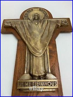 Beau Crucifix Christ en bronze O Coeur d'Amour signé Jeanne Ferrer Art Déco 1930