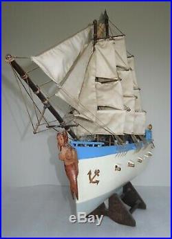 Belle et grande maquette de bateau en bois d'art populaire vers 1920