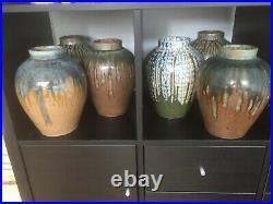 Collection de 13 vases en grès, Art Déco, couleurs différentes hauteur 24 cm