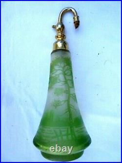 Flacon à parfum atomiseur Art Nouveau, Art Déco, pâte de verre dégagé à l'acide