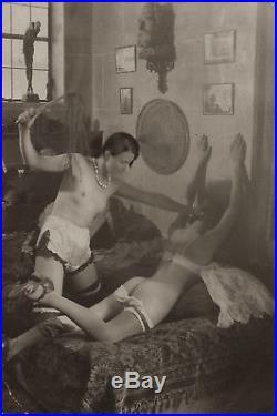 Flagellation dans une chambre Art Déco sous-vêtements soie luxe et poésie