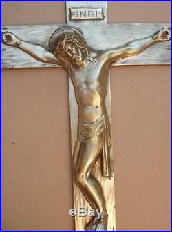 Important et rare crucifix mural en bronze de style Art déco