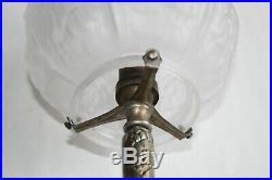 Lampe Art déco en fer forgé et tulipe boule verre poli Hauteur 31.5 cm