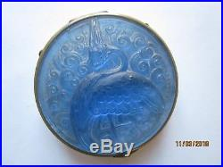 Poudrier Art Déco décor d'un echassier en verre bleuté R. ROBERT (Lalique)