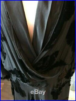 Robe haute-couture Art Déco en mousseline de soie et velours frappé de fleurs
