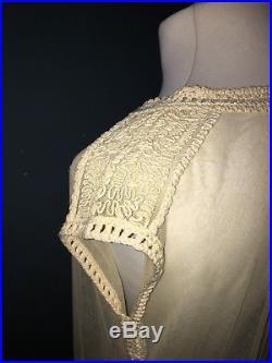 Superbe robe d'époque Art Déco en tulle brodé