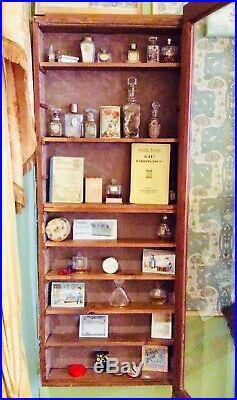 Vitrine murale Art-Déco 1930/1940 pour Collection Dinky Toys, parfums
